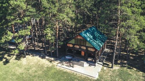 Турбаза в живописном сосновом лесу, на берегу реки Тихая сосна. Уютныи дом с банеи, свои пляж., Alekseevskiy rayon