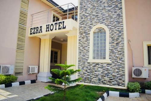 Ezra Hotel, Ido