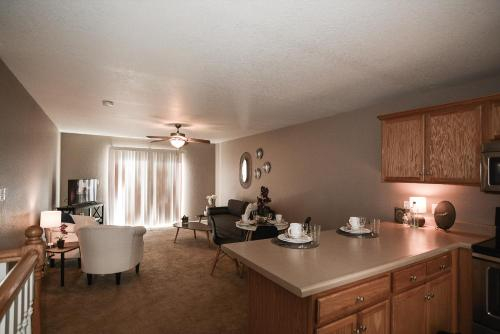 Entire Comfortable Family Friendly 3 bed 2 bath Town Home, Riley