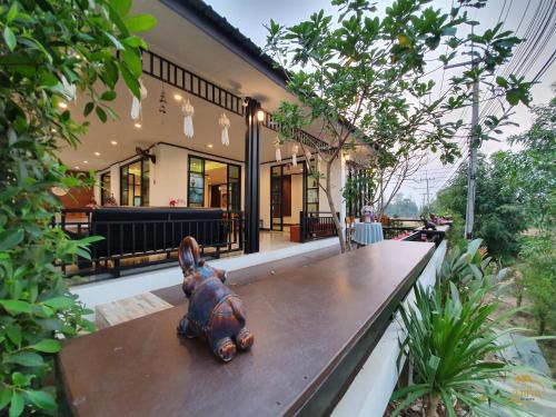 Ban Ingchan Resort, Si Sam Rong