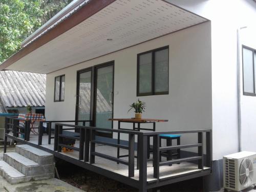 Bulhun Tara, Palian