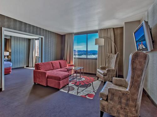 GSR Deluxe Parlor Suite - 2 Bedroom - Very Large - Sleeps 8, Washoe