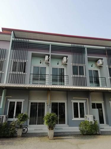 Pratrachai, Bang Lamung