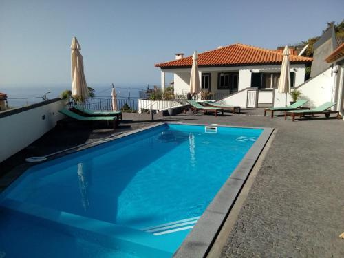 casa agapanthe piscine et vue mer, Calheta