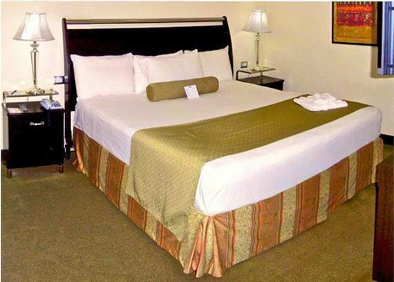 Bakhos Suites Hotel, Maneiro