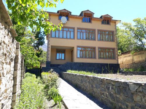Pamir Hostel, Shughnon