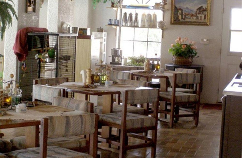 Tavares Inn, Otero
