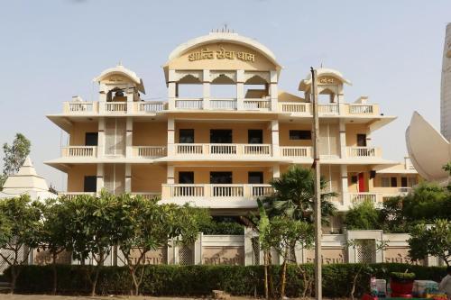 OYO 13564 Near Prem Mandir, Mathura