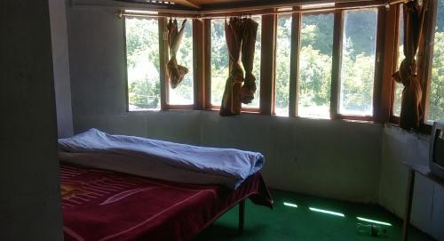 Hotel Blue Water, Anantnag