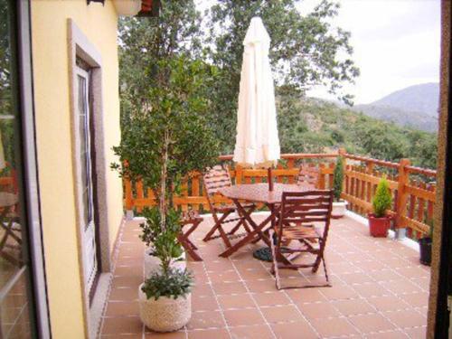 Casa com piscina e vista de serra, Guarda by iZiBoo kings, Guarda