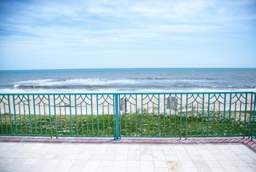 Ocean Mansion on the Beach, Private Pool, Hot Tub, Flagler