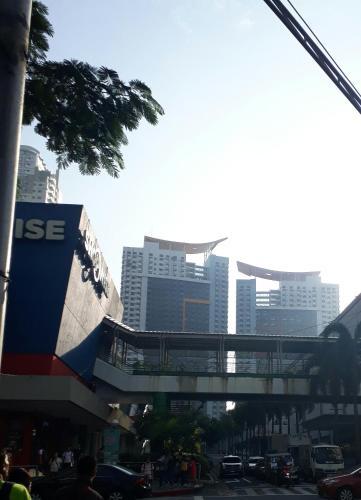 Manhattan Parkview Condotel, Quezon City