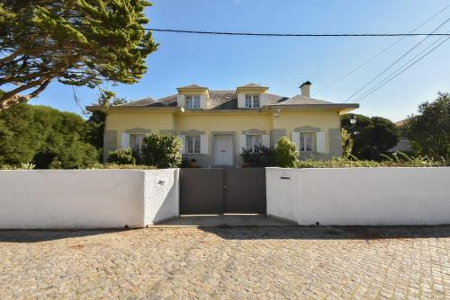 Charming House with Garden and Pool, Esposende