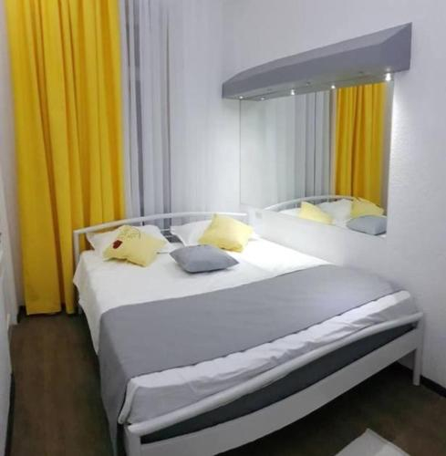 Comfortable and safe square apartment close to everything,
