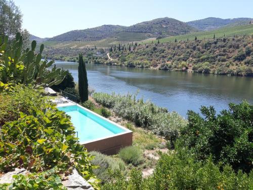 Casa situada as margens do rio Douro na regiao vinhateira do Vale do Douro, Alijó