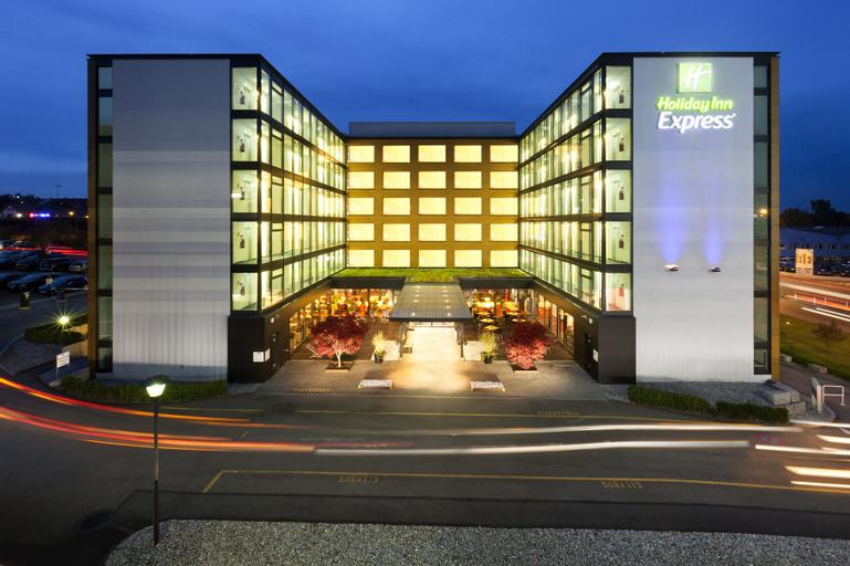 Holiday Inn Express Zürich Airport (Pet-friendly), Dielsdorf