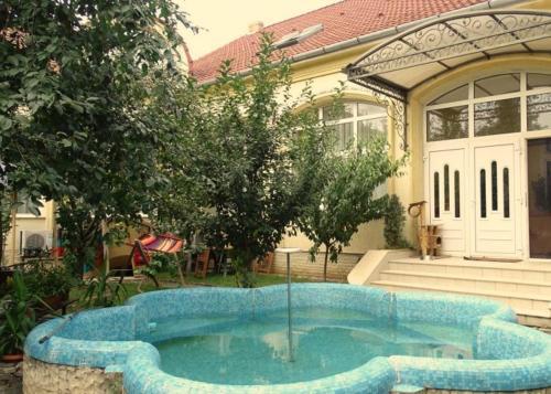 Casa Elysee, Deva