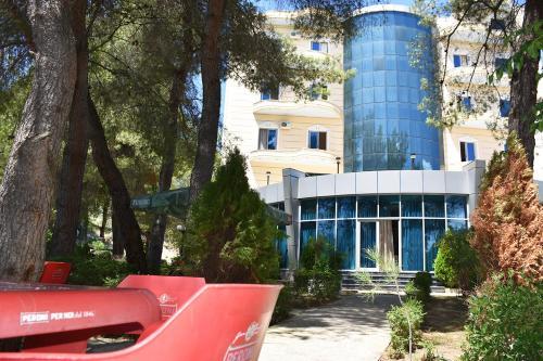 Yjet Resort, Fierit