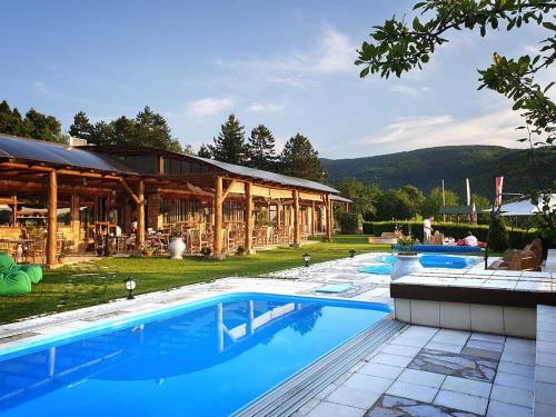 Zdravkovac Country Club, Topola