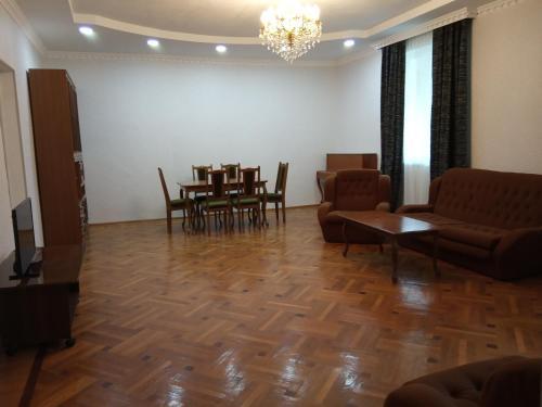 Nino's Guesthouse, Borjomi