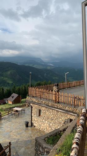 Te Liqeni, Peć