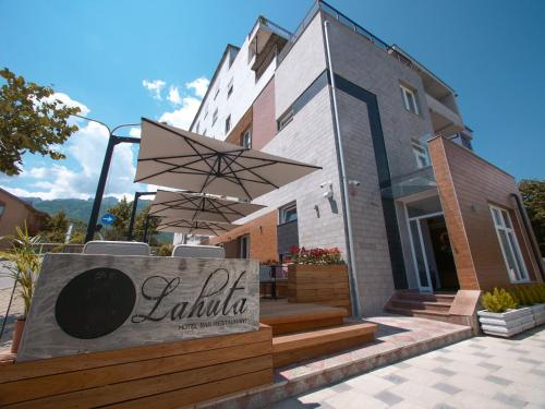 Hotel Lahuta, Tropojës