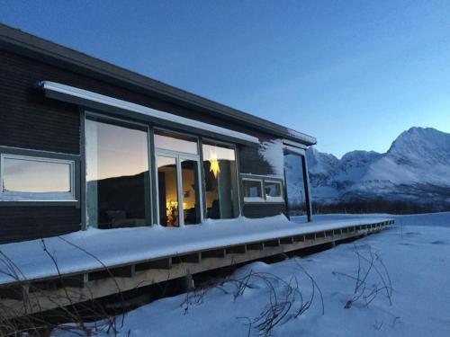 Funkis villa-Lyngen Alps, Lyngen