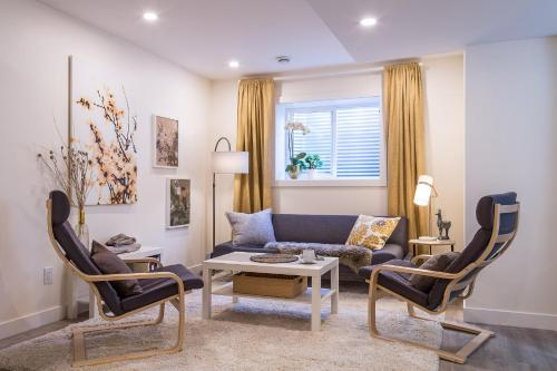 GOLDEN-TREE Private 1-Bedroom Suite close to WEM, Division No. 11