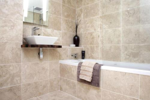 Bright and stylish room - free parking, Arica