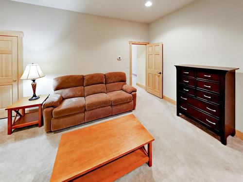 Adjacent To Ski Lifts W/ Indoor Heated Pool Townhouse, Madison