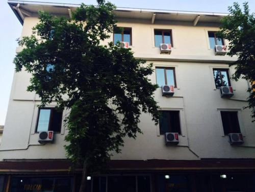 Yalcın Hotel, Merkez