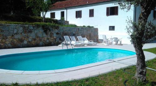 Casa com piscina localizada a apenas 17km do centro de Barcelos, Barcelos