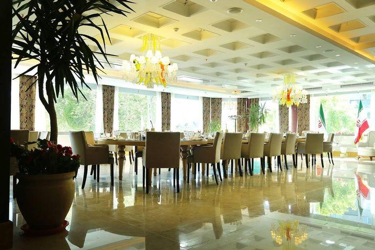 Niloo Hotel, Theran