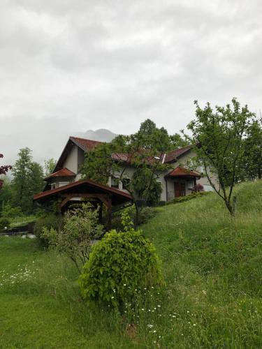 Hisa Krivopeta, Kobarid