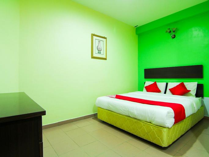 OYO 43962 Ezzy In Hotel, Manjung