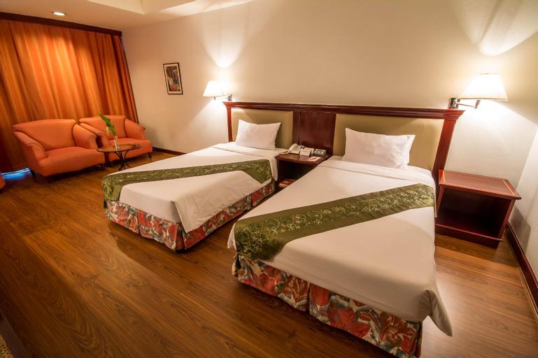 Tai-Pan Hotel, Wattana