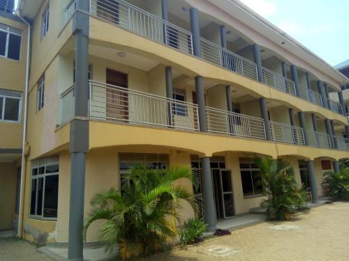 Khoulis hotel, Mukono