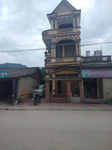 Nha cua Ong Ba Pi Leng, Lục Yên