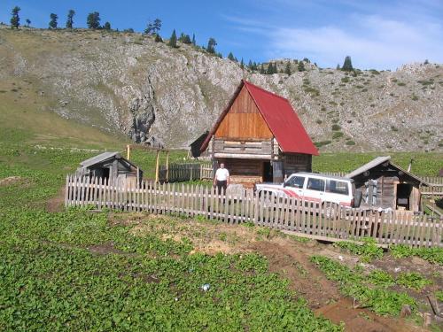 Planinska Kuca Mokra, Peć