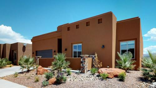 The Alexa. Exquisite home in Sand Hollow!, Washington