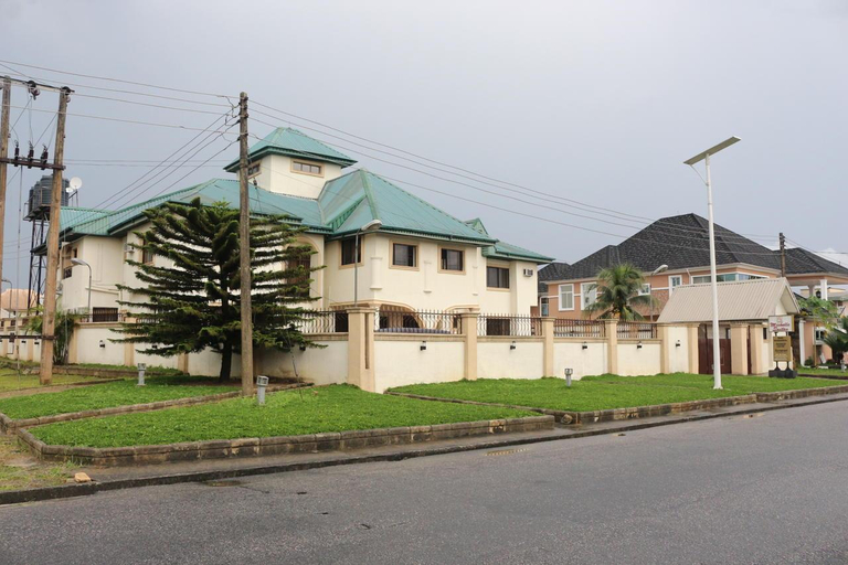 Michelle Suites, Uyo