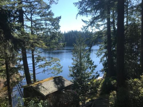 Goss Lake Holiday Home, Island