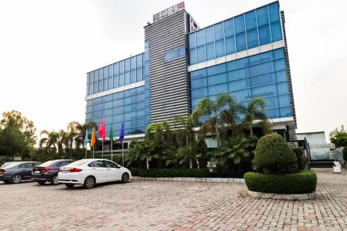 Palette - Hotel La Silver Leaf Suite, Shahid Bhagat Singh Nagar