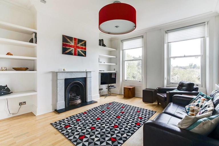 Beautiful 2BR Home in Wimbledon Village W/parking, London