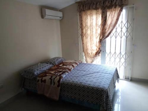 Las habitaciones son seguras y limpias para dos o tres personas., Machala
