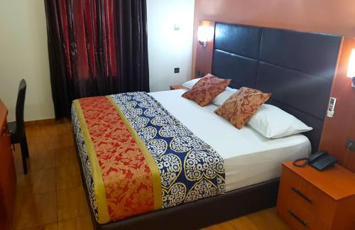 Emsoch Emirates hotel, Obio/Akp