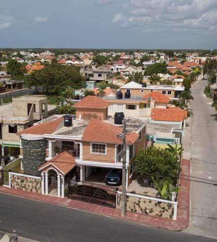 Casa Centrica con 2 habitaciones, 2 banos, wifi, luz,muy acogedora., Villa Hermosa