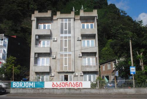 David Guest House, Hopa