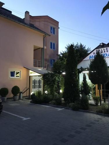 HOLIDAY, Uroševac