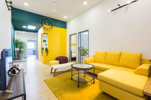 Yellow Pear Family Suite 黄梨快乐家庭屋 TG, Penang Island
